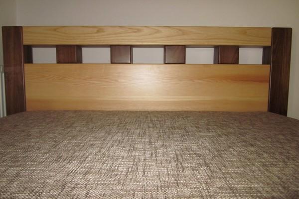 postel kombinace jasan a ořech - masiv