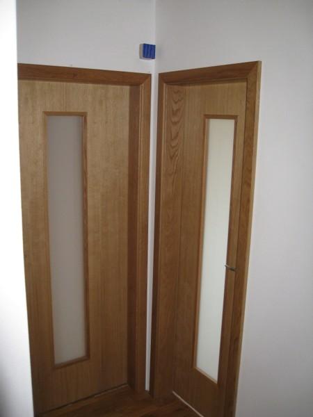 dveře interiérové -  dub přírodní  - kombinace mléčný konex -  dýha