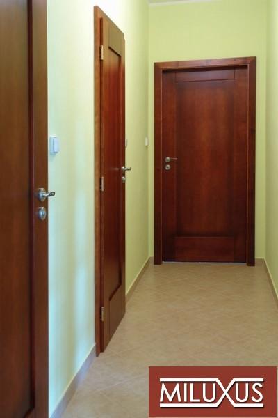dveře interiérové -  smrk mořený - masiv