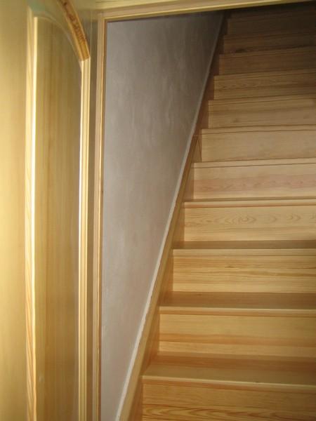 schody - rovné - obklad - borovice přírodní - masiv