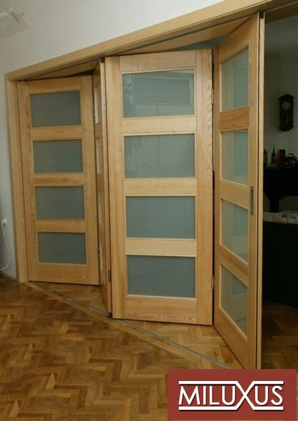 dveře interiérové  - jasan přírodní -  kombinace mléčný konex - masiv