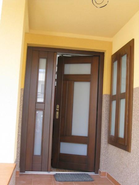 dveře vchodové - smrk - kombinace mléčný konex - masiv
