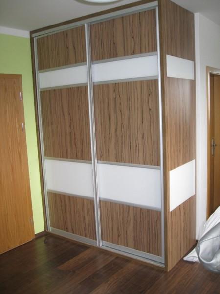 vestavěná skříň