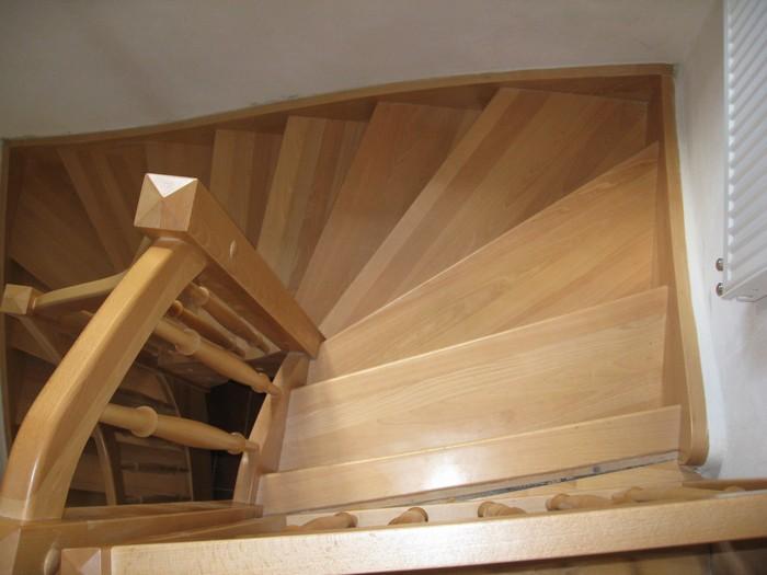 schody samonosné - buk přírodní - masiv